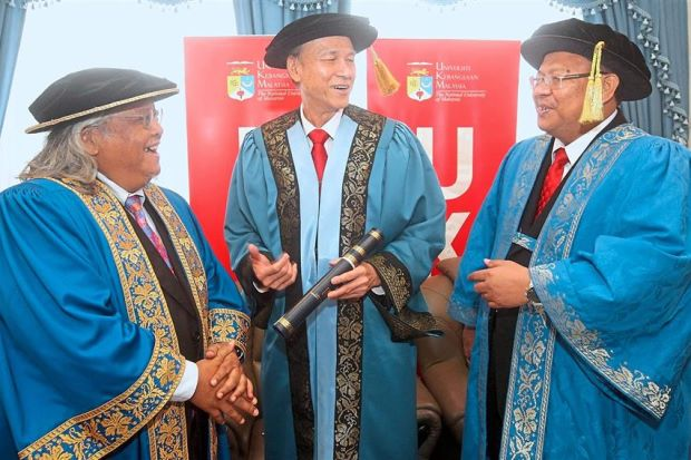 Lee gets honorary doctorate