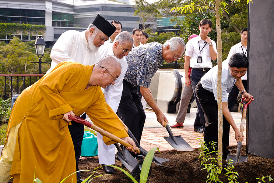 Lee: Inter-religious harmony in Lutong worth emulating